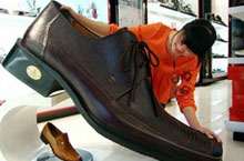 Shopping for Big-sized Shoes in Beijing