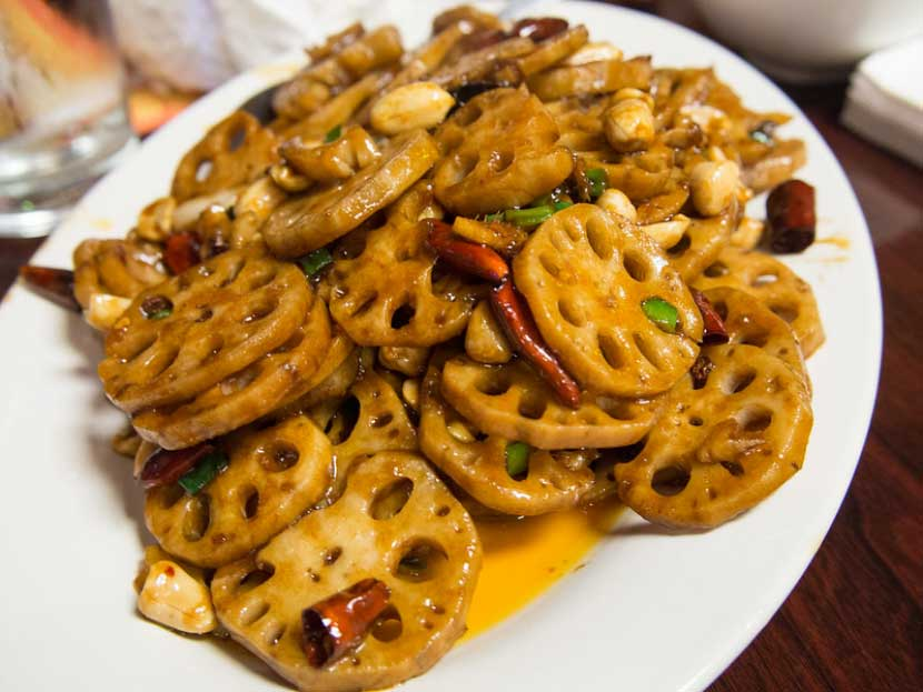 Spicy-Fried Lotus Root (Là chǎo lián'ǒu - 辣炒莲藕)