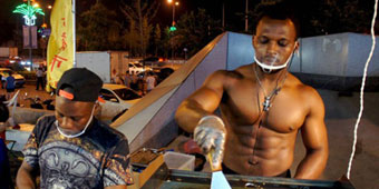 Shirtless Burger Stand Gets Liaoning Girls Hot Under the Collar