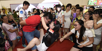 Nanjing Lovebirds Celebrate Chinese Valentine's Day with Kissing Contest
