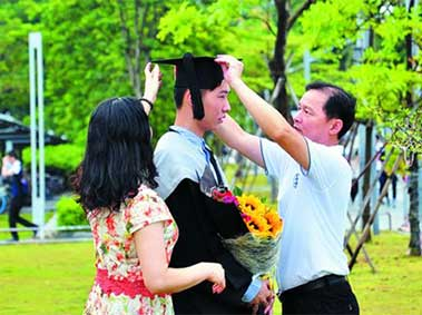 Survey: Most Chinese Parents Willing to Support Children Financially After College
