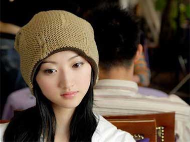 "Hangzhou Test-Taking Gang Caught When Beautiful ""Student"" Doesn't Match Photo"