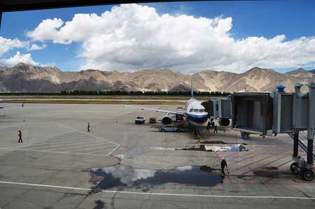 How to Travel to Lhasa by Train or Airplane from Major Cities in China