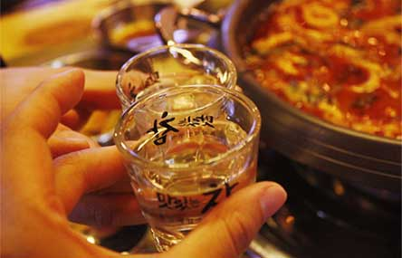 A Guide to China's Alcohol Culture and Drinking Etiquette